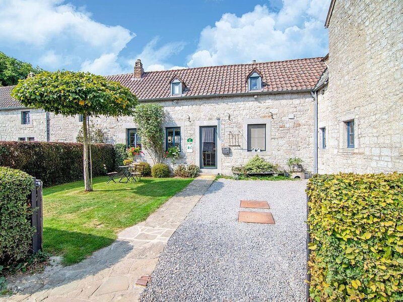 Traditional Cottage in Ardennes with private terrace, holiday rental in Houmart