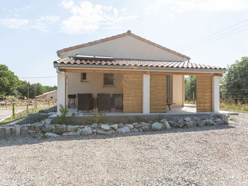Simplistic Holiday Home in Saint Alban D'auriolles with Pool, holiday rental in Saint-Alban-Auriolles