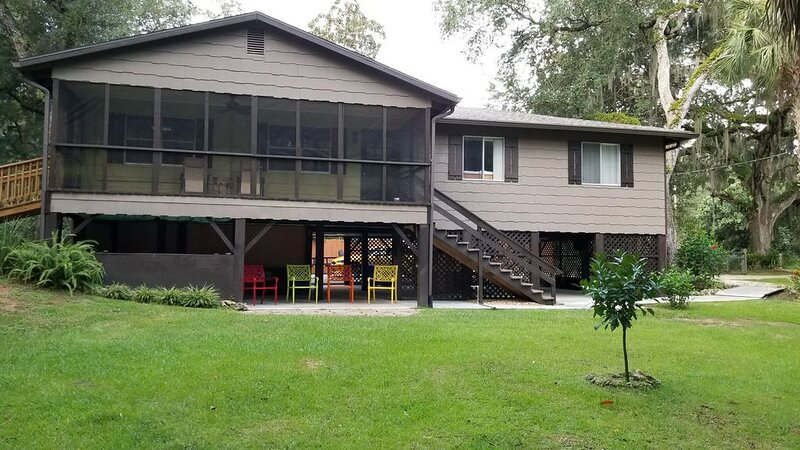 Stilt  home close to MacRaes, city dock, Wild Life Park., holiday rental in Homosassa