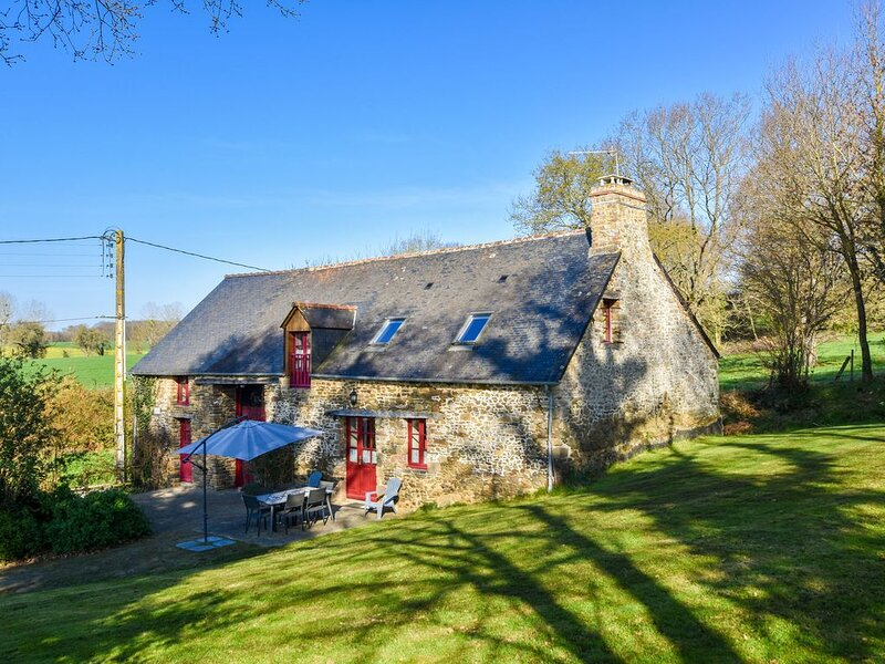 Beautiful Breton house near the sea and just 20km from Mont Saint Michel!, holiday rental in Roz-sur-Couesnon