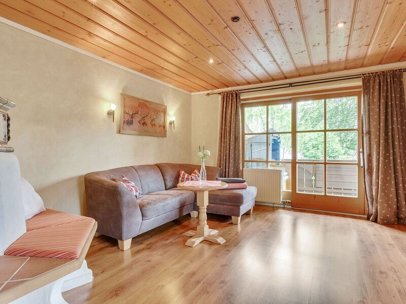 A holiday home for 2-4 persons with sauna, solarium and view of the Alps., holiday rental in Ruhpolding
