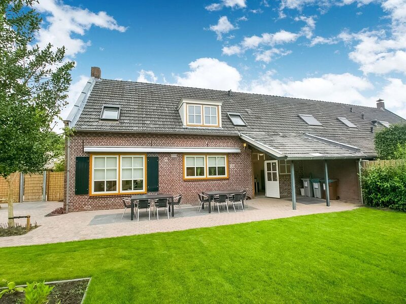 Group accommodations with many facilities for children, near the Efteling, vacation rental in Moergestel