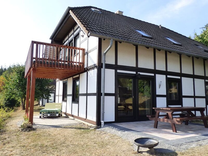 Alluring apartment near lake Edersee in a half-timbered house with terrace, holiday rental in Frankenberg