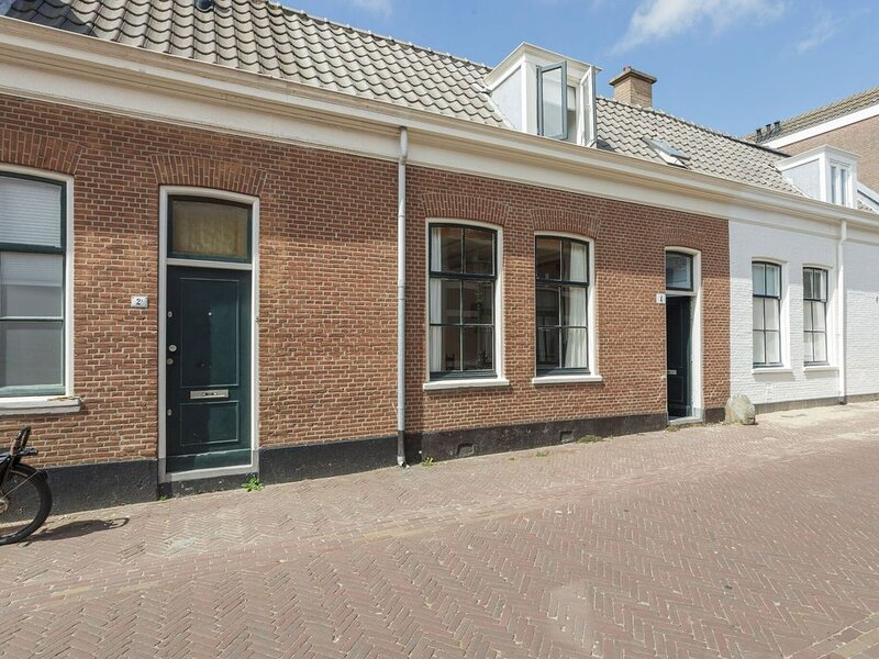 Picturesque old fisherman's cottage with a cozy shopping street around the corn, Ferienwohnung in Den Haag