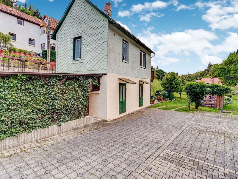 Holiday Home in Langenbach with Garden, Balcony & BBQ, vacation rental in Grabfeld