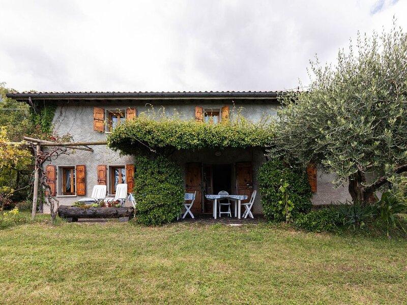 Cozy detached house, wide garden, wifi, vacation rental in Pove del Grappa