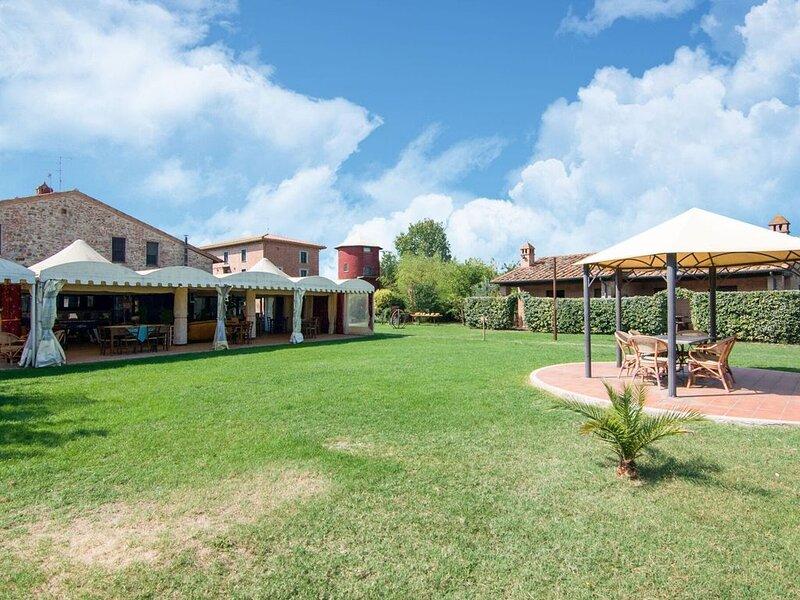 Luxury Farmhouse in Castiglione del Lago with Swimming pool, vacation rental in Panicarola