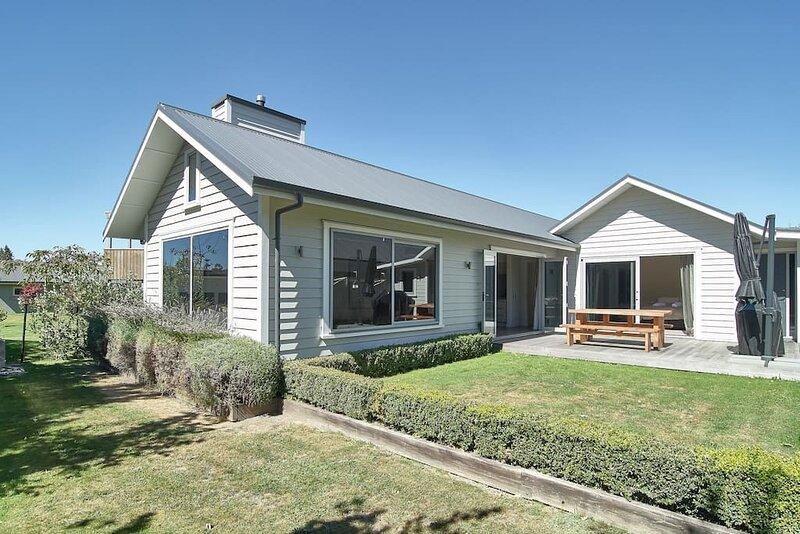 Roy's Bay Luxury Accommodation, vacation rental in Wanaka