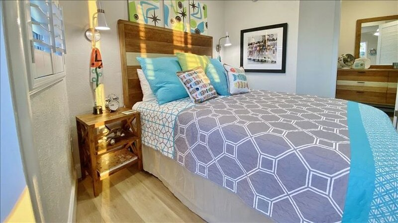 SRKT8: Adorable Efficiency at the Nostalgic Sea Rocket with Private Entrance, vacation rental in North Redington Beach