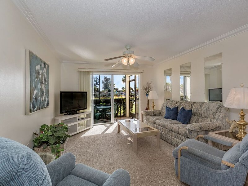 Ground floor unit with quick access to Siesta Beach Amenities, holiday rental in Siesta Key