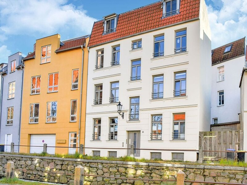 Modern Apartment in Wismar with Private Terrace, holiday rental in Dorf Mecklenburg
