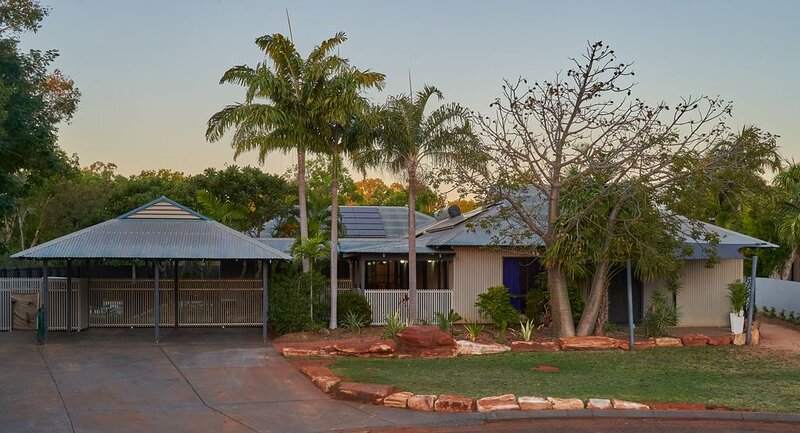 Cable Beach Haven - 3BR house with pool, 3 minutes walk to Cable Beach, holiday rental in Broome