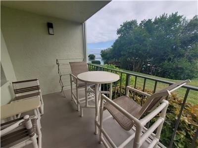 Amazing 1st floor, updated waterfront condo in Holiday Island Resort!, holiday rental in Tierra Verde