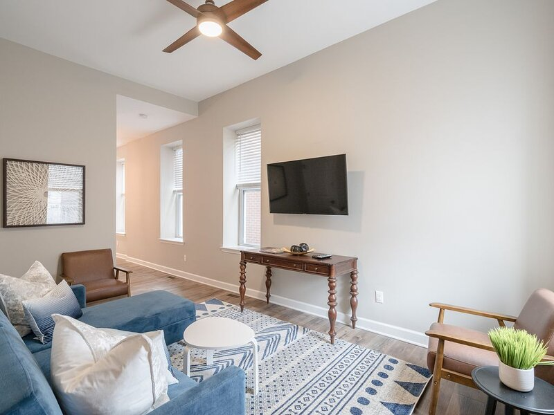 Designer Townhome 2 of 2 RIGHT Side by JZ Vacation Rentals, holiday rental in East Carondelet