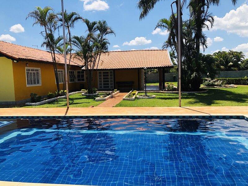 Linda Chácara: aconchegante / confortável e segura (condomínio fechado)., casa vacanza a Aracoiaba Da Serra