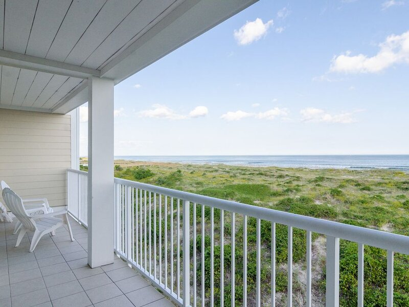 Experience a memorable vacation at this north end oceanfront condo, holiday rental in Ogden