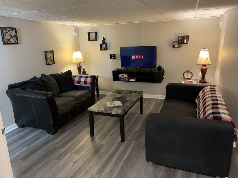�Only 1 mi from the stadiums�⚾️ 10mi from downtown Wifi, Laundry, Netflix, Cab, holiday rental in Liberty