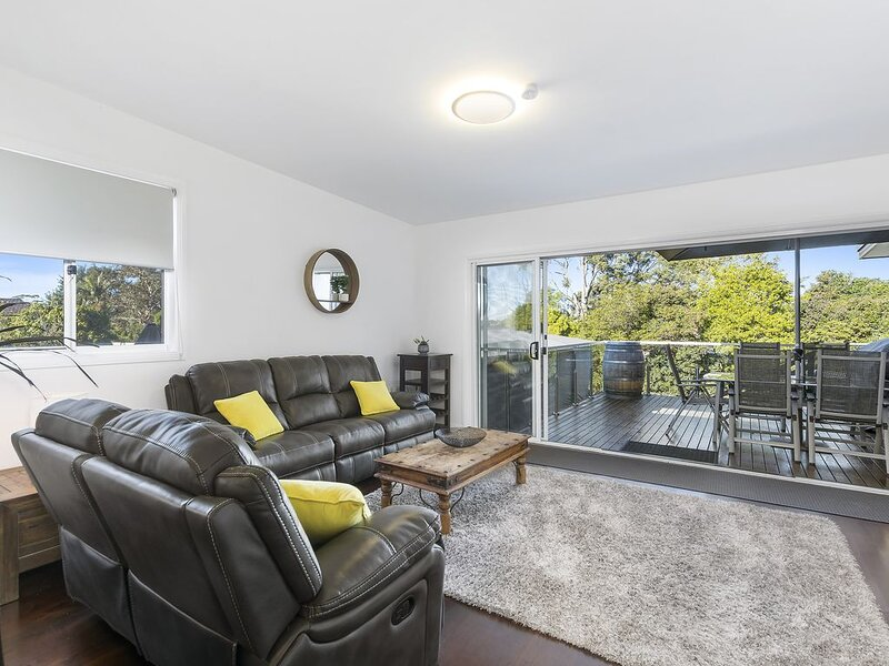 Corrimal Coastal Escape - modern & spacious with escarpment views, holiday rental in Thirroul