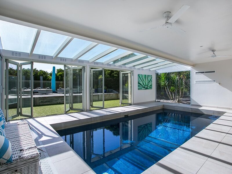 Saltaire: stunning indoor pool - Set on a 1/2 acre with indoor swimming pool and, vacation rental in Cape Schanck