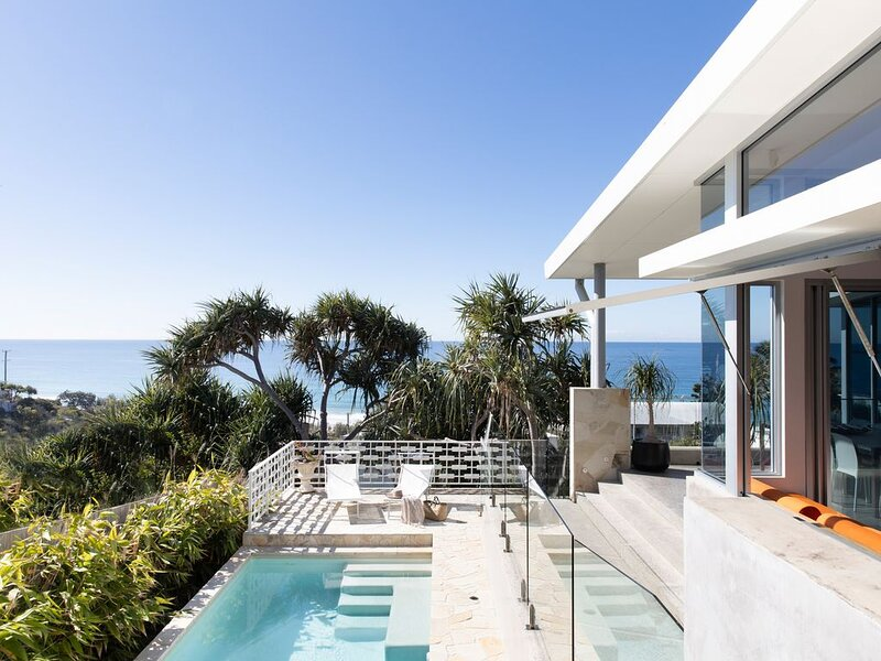 Luxury Designed Beach Holidays 50mtr to Boardwalk, alquiler vacacional en Sunrise Beach