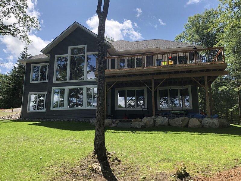 Muskoka Spence Lake Cottage Retreat - NEW HOME, holiday rental in Baysville