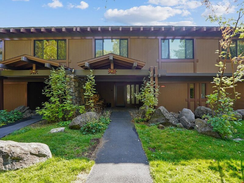 Panoramic Lake Views Rocky Ridge Unit #47, holiday rental in Tahoe City