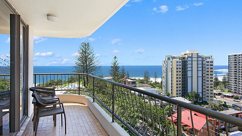 Chateau Royale Unit 34 Balcony with ocean views and overlooking Coolangatta, holiday rental in Coolangatta