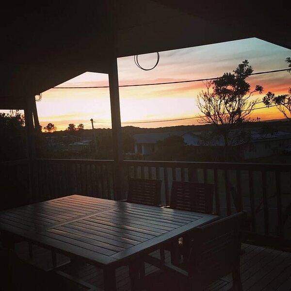 Sunset Deck Beach House Sandy Point, location de vacances à Foster