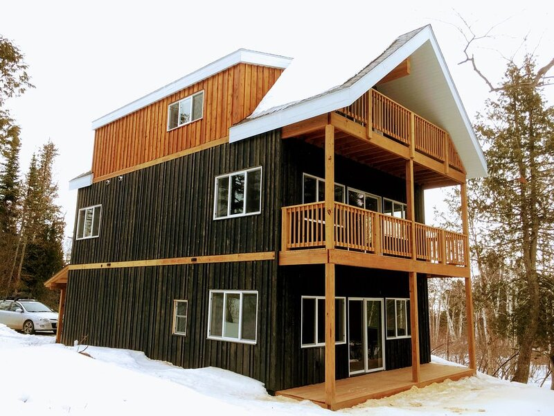 The Big Cedar House! Golf, winery, 1 mile to ski area!, holiday rental in Lutsen