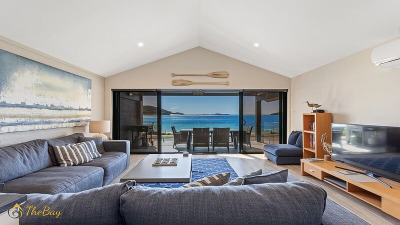Luxury Duplex with panoramic water views across Fingal Bay, vacation rental in Fingal Bay