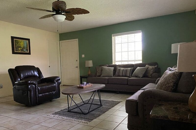Best of the city and beautiful nature that Houston has to offer at Skuymor B&B!, holiday rental in Pasadena