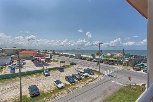 Eastern Facing Condo, Gorgeous Beach Views, Community Pool & Fitness Room ~ Para, Ferienwohnung in Mexico Beach