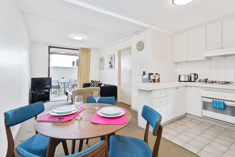 Rosy Cosy Apartment*1BR*South Perth*Angelo St*Executive*Netflix, holiday rental in South Perth