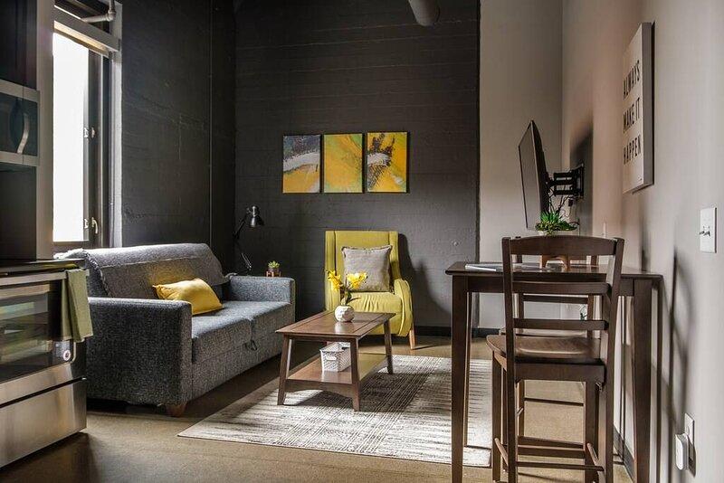 Comfortable + Modern 1BR near Downtown, location de vacances à Millvale