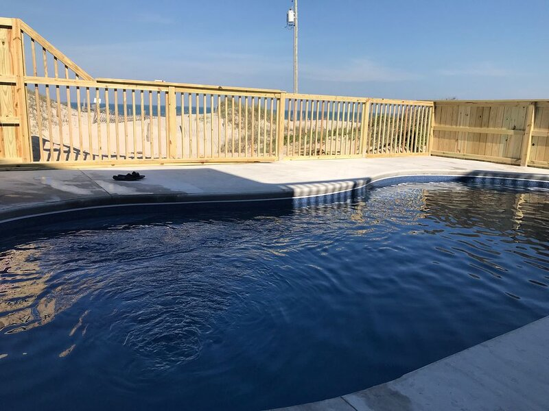 *14'x28' NEW Pool for 2020 season* Astounding Views *4x4 area, alquiler de vacaciones en Corolla