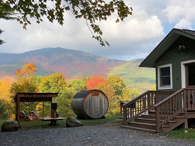 Hot Tub, Sauna, Lake Everest, Dog Friendly, 1.4 mi to Whiteface, Mt View: AMC, holiday rental in Wilmington