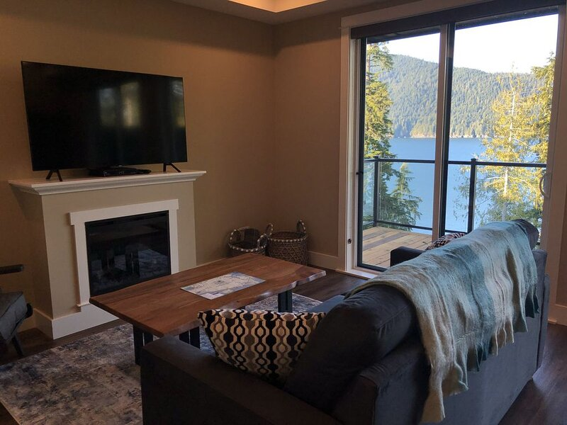 Botany Bay - Oceanfront Luxury Cabin by Eagle Reach, holiday rental in Port Renfrew