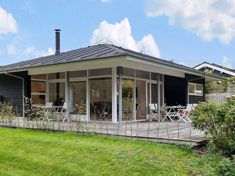 Elegant Holiday Home in Hals with Whirlpool, holiday rental in Gistrup