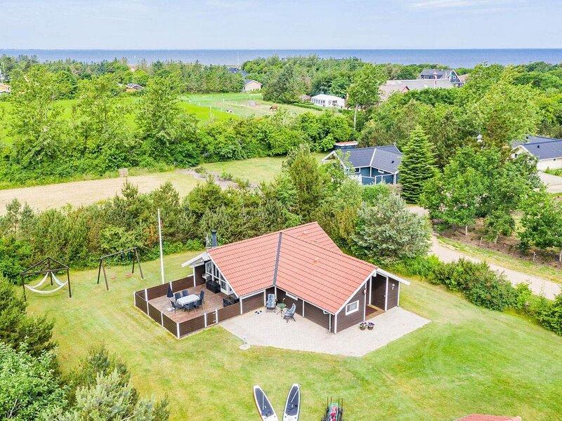 4 star holiday home in Tarm, aluguéis de temporada em Skjern