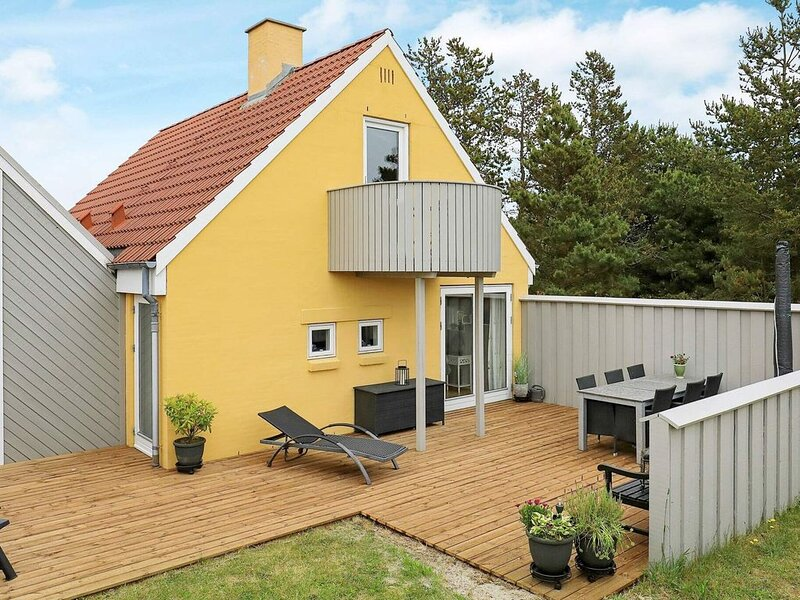 Peaceful Holiday Home in Blåvand with Terrace – semesterbostad i Blaavand