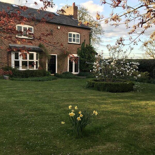 Cosy Cheshire Farm House, holiday rental in Warrington