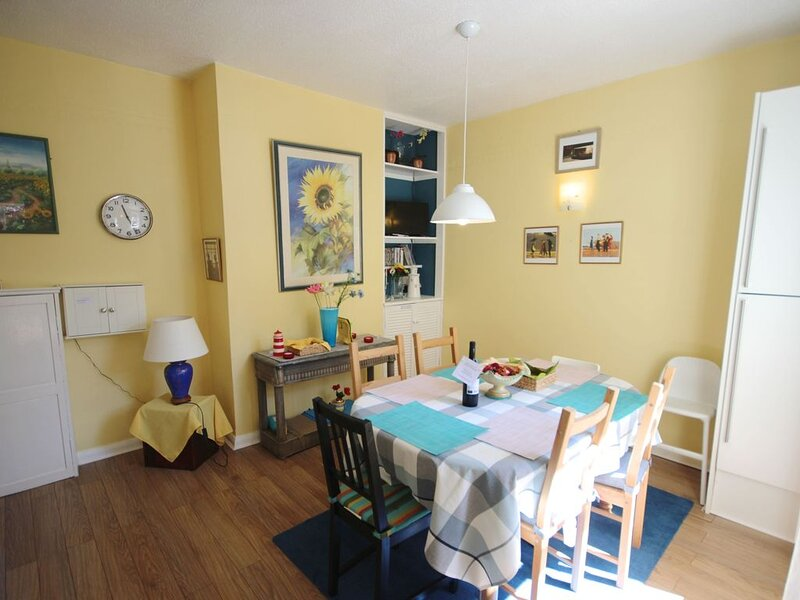 The Lighthouse, in Deal, Kent is a charming family holiday home, sleeping 5 peop, vacation rental in Great Mongeham