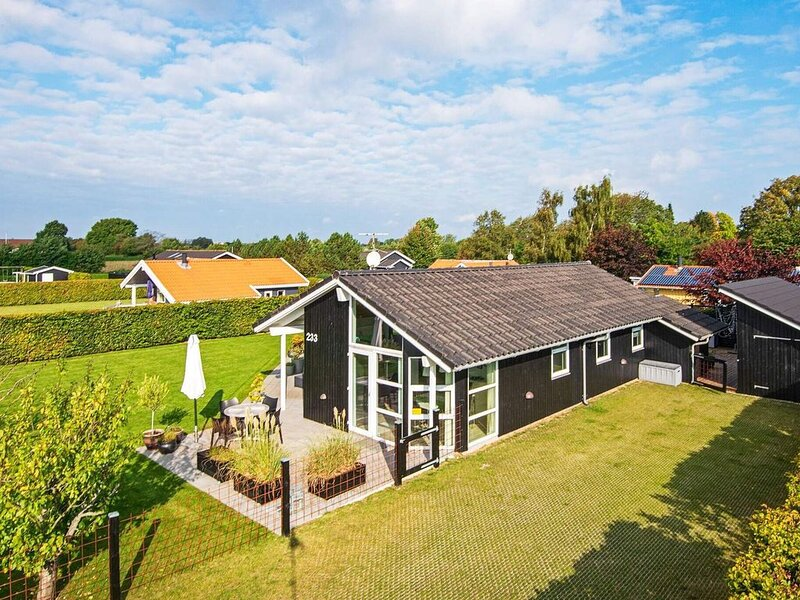 Pleasant Holiday Home in Jutland with Whirlpool, casa vacanza a Horsens