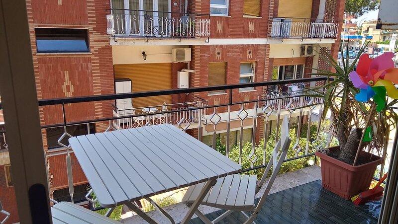 Apartment Aurelia quiet 2 bedrooms 1 bathroom two balconies, casa vacanza a Città del Vaticano