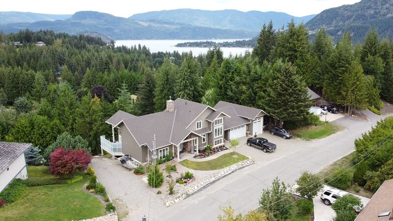 Adult-orientated Luxury Vacation Rental located in Beautiful Blind Bay, B.C., alquiler de vacaciones en Salmon Arm