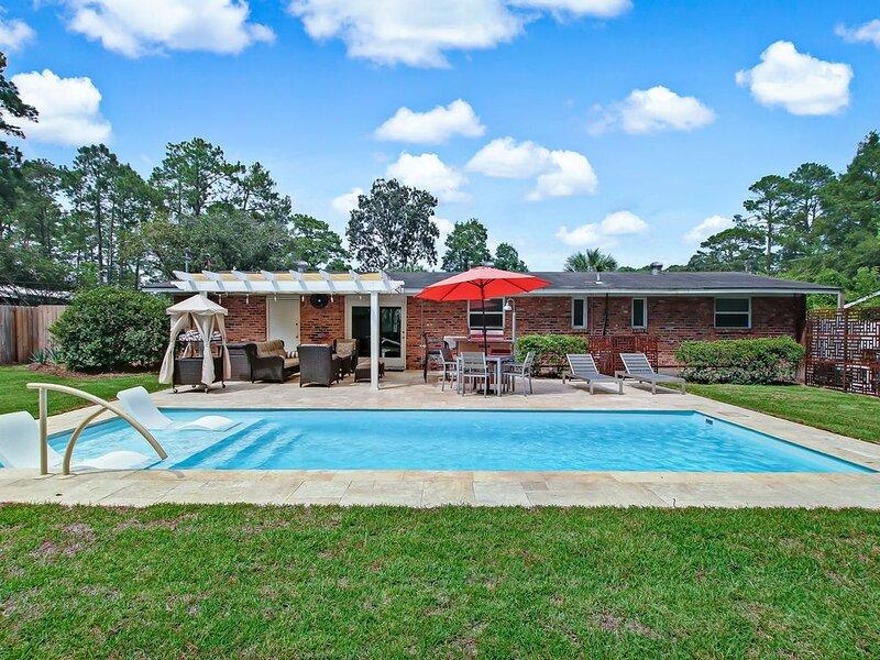 Orange Kayak House - Heated Private Pool, holiday rental in Georgetown