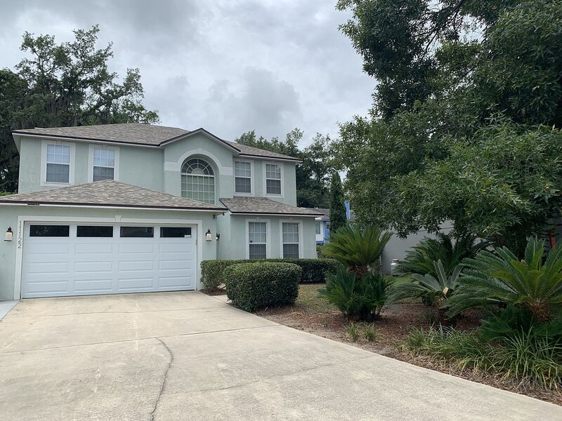 Quiet and Spacious Getaway House - Group Friendly, vacation rental in Jacksonville