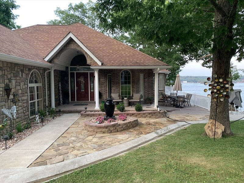 On Lake Time at Lake of the Ozarks, casa vacanza a Sunrise Beach