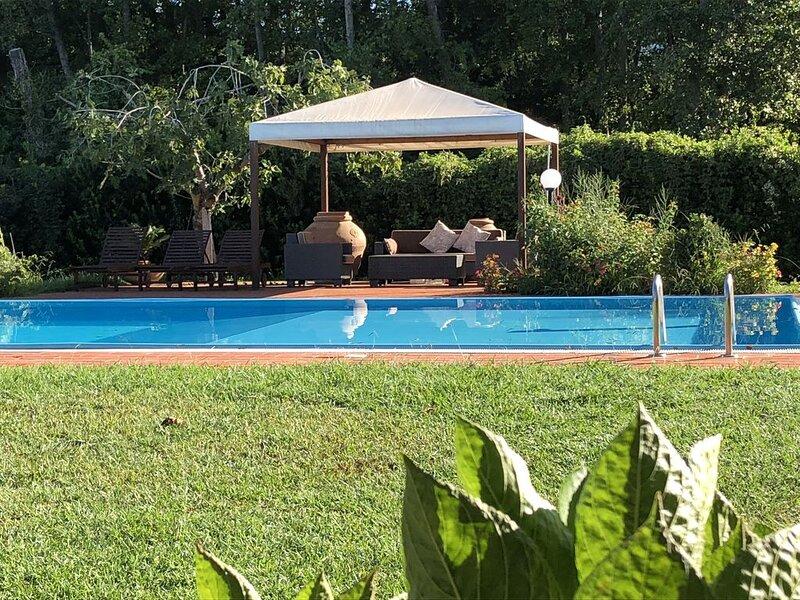 Villa con piscina nei pressi della pineta della Versiliana, vacation rental in Marina di Pietrasanta