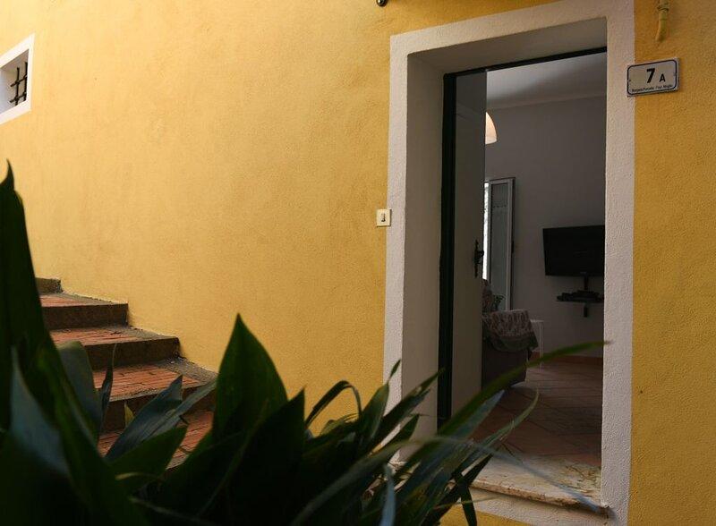 Family house with amazing view and garage, alquiler vacacional en Villanova d'Albenga